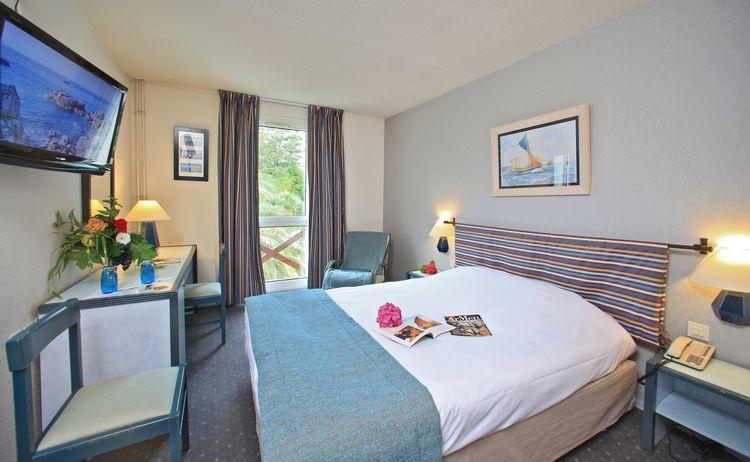 Hotel Restaurant spa Aigue Marine Chambre double lit king size jardin