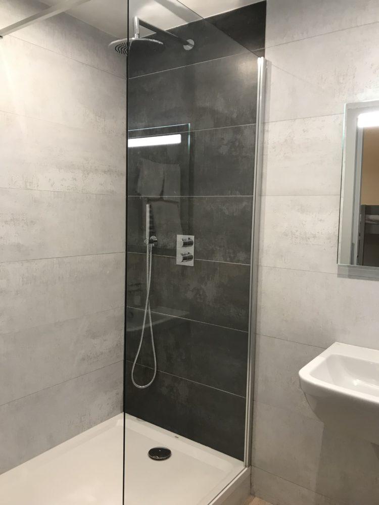 Aigue-Marine-salle-de-bain-douche