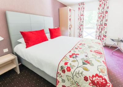 Hotel-Aigue-marine-2019-CONFORT-Lit-Queen-size-Minis-225-400x284