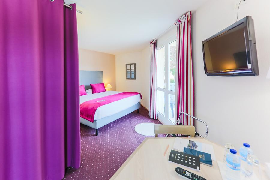 Hotel-Aigue-marine-2019-SUPERIEURE-KING-Espace-séjour-Ecran-plat-Dressing-Minis-217