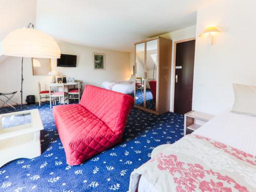 Hotel-Aigue-marine-2019-TRIPLE-KING-Lit-King-size-Lit-1-personne-Espace-salon-séjour-Minis-232-510x382