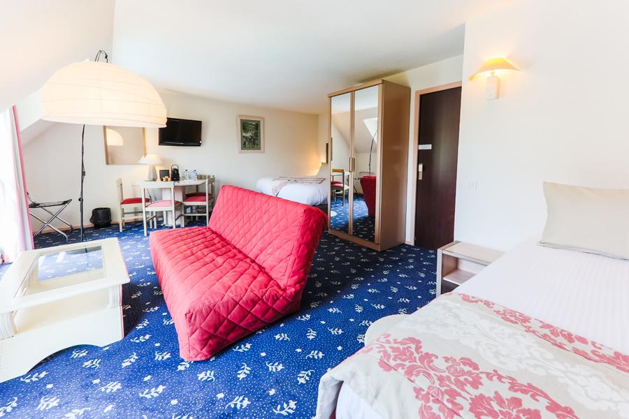Hotel-Aigue-marine-2019-TRIPLE-KING-Lit-King-size-Lit-1-personne-Espace-salon-séjour-Minis-232
