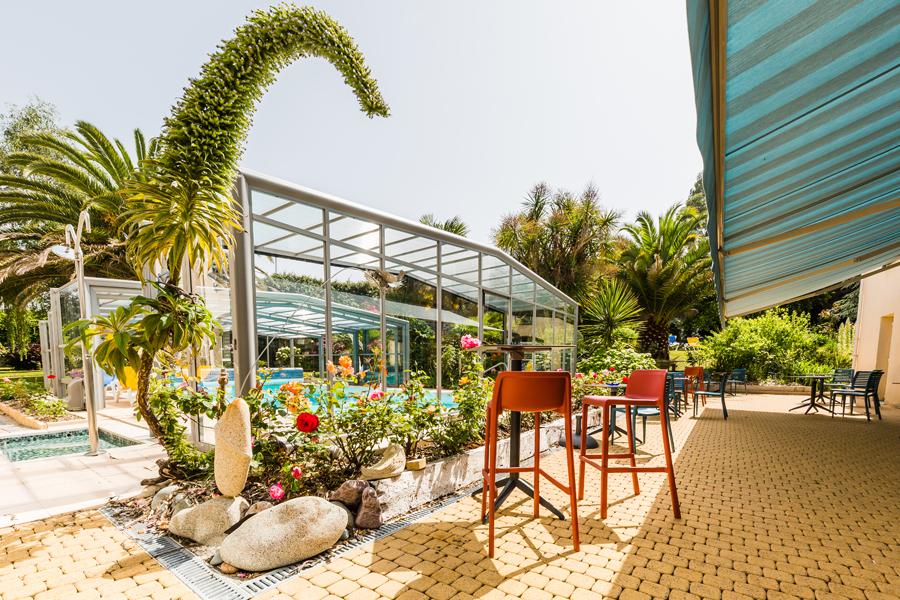 Hotel-Aigue-marine-2019-Terrasse-Ecchium-Piscine-Vue-de-la-porte-de-la-véranda-Minis-319